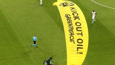 Photo of Activista de Greenpeace 'aterriza' en la Eurocopa