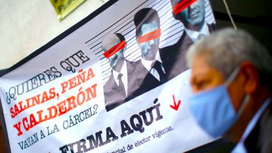 Photo of AMLO acusa al INE de 'sabotear' la consulta